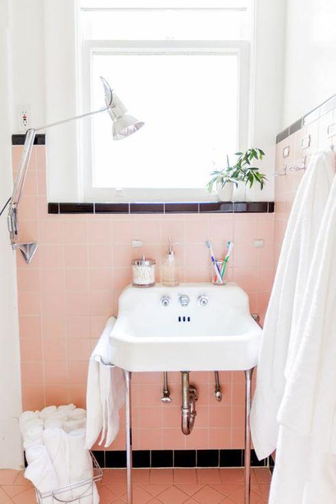 50s-pink-vintage-bathroom