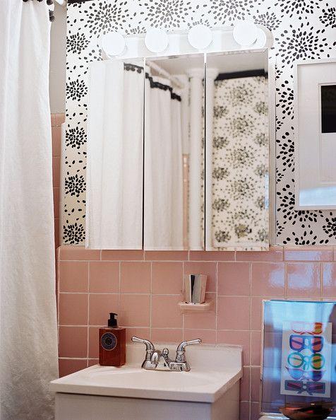 albert-hadley-fireworks-in-a-pink-bathroom